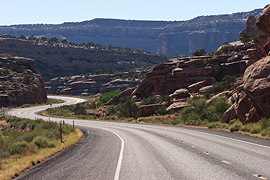 без поляризатора — яркая дорога, высокий контраст