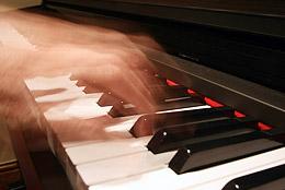 передача движения с помощью выдержки на примере пианиста