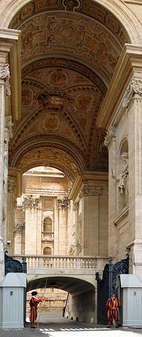 Вертикально склееное фото Ватикана